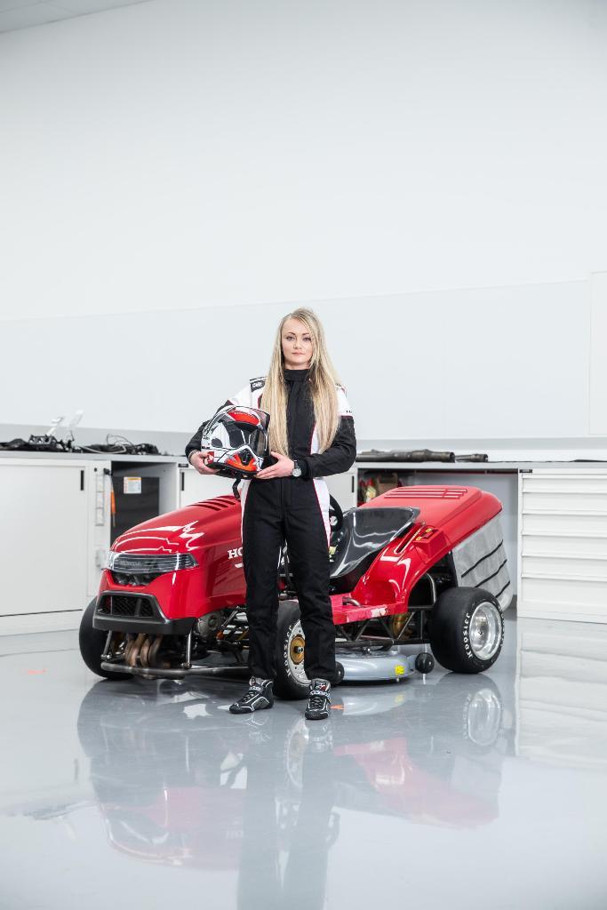 Honda Mean Mower V2, Джесика Хокинс