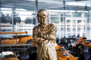 статуя, Брус Макларън