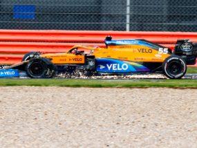 Карлос Сайнц, спукана гума