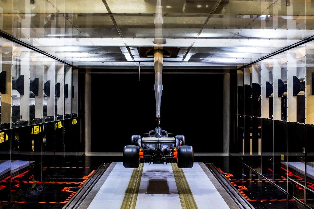 Мерцедес, аеродинамичен тунел, аеротръба, аеротунел, аеро, аеродинамика